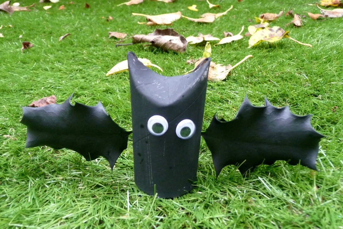 Halloween holly bats